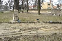 Torza původních kameninových žlábků v Dolním parku ve Znojmě.