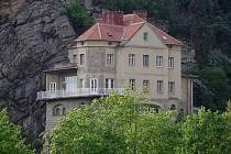 Známou vilu nad znojemskou přehradou nechal postavit Friedrich Krammer, od jehož narození uplyne 8. května 160 let.