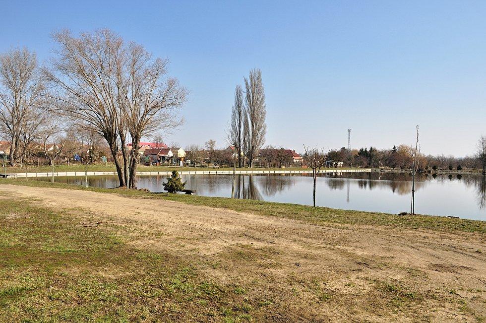 O unikátní soustavu rybníků v Hevlíně se stará obec spolu s rybářským spolkem