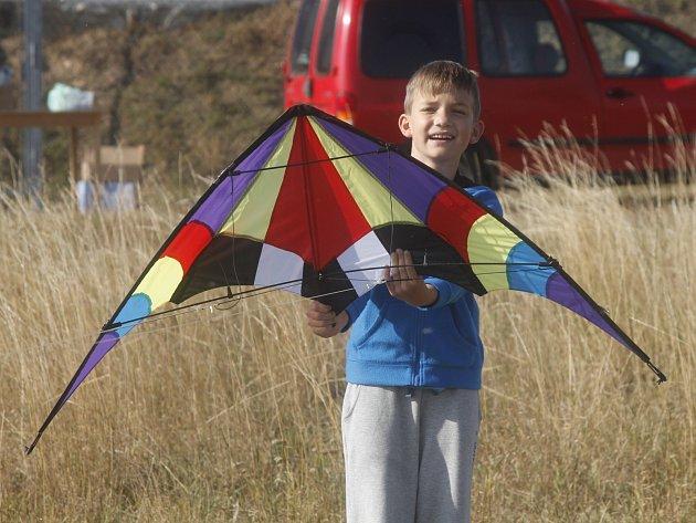 Sice moc nefoukalo, ale děti i dospělí se bavili. Podzim vítali v Jevišovicích tradiční Drakiádou.