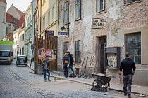 Velkou Mikulášskou ve Znojmě proměnili filmaři v ulici slovenského města ve čtyřicátých letech minulého století.