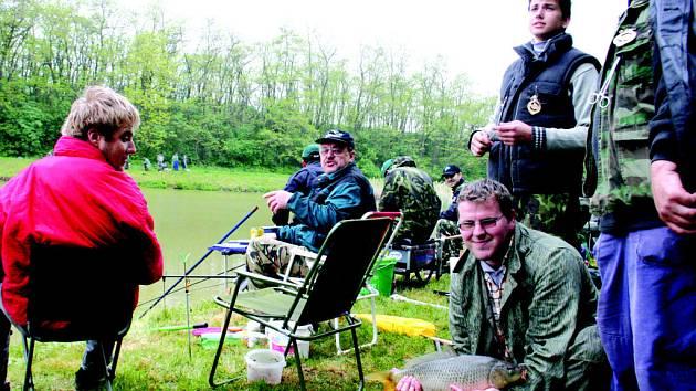 Rybáři v Moravských Knínicích