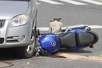 Srážka auta a motocyklu v Novém Šaldorfu.