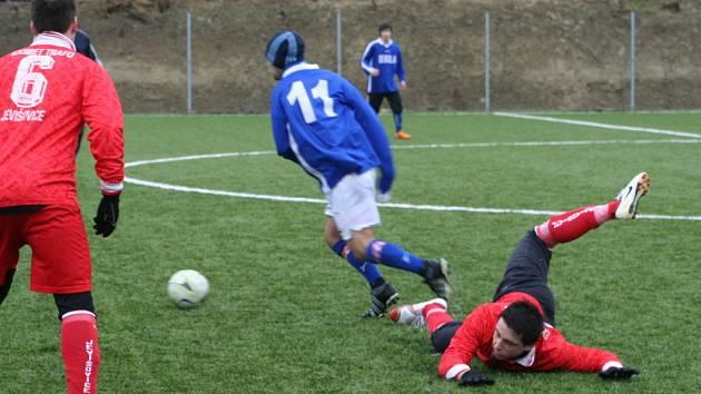 Jevišovice (v červeném) hrály s Hrušovany.