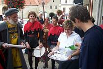 Otevírání mázhausů je jednou z tradičních atrakcí Znojemského historického vinobraní.
