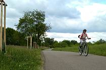 Velmi klidná cyklostezka láká  na cestu mezi Znojmem a Dobšicemi.
