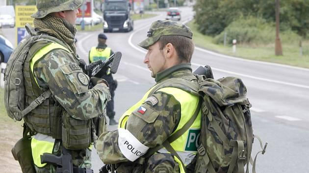 Společné cvičení přivedlo k hranicím u Hatí a také u Hevlína příslušníky policie a armády.