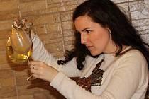 Jaroslavičtí vinaři otevřeli návštěvníkům 13 sklepů a nabídli ji k ochutnání mladá vína.