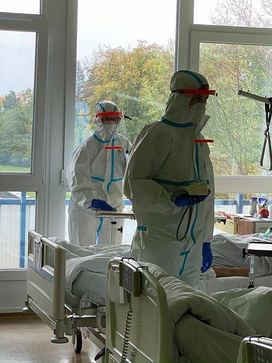 Znojemští lékaři i personál v nemocnici bojují s covidem přímo, ale i s utajeným. Pacienti jim nehlásí kontakt s pozitivními lidmi. Foto: Nemocnice Znojmo