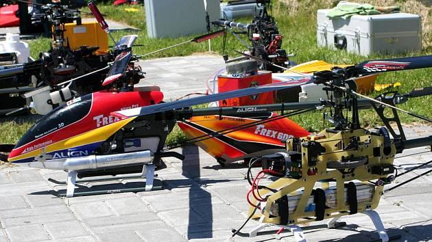 Na mašůveckém letišti se sešli piloti modelů vrtulníků.