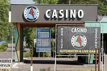 Obnovené kasino mezi Hevlínem a rakouským Laa an der Thaya.