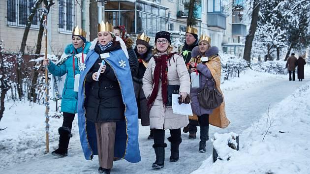 Tříkřálovou sbírku podobnou té, kterou organizuje Charita v České republice, si poprvé vyzkoušeli charitní dobrovolníci ve Lvově na západě Ukrajiny. Inspirovali je zástupci znojemské Charity, kteří s nimi dlouhodobě spolupracují.