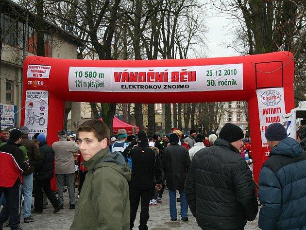 Znojmo na první svátek vánoční znovu ožije tradičním běžeckým závodem. Na programu je 31. ročník závodu Vánoční běh Elektrokov Znojmo.