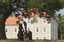 Ve výchovném ústavu ve Višňové našlo dočasně azyl také několik dětí beženců. Vesnice o nich prakticky neví, nikdo je zatím neviděl.
