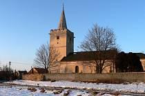 Vesnička utopená mezi poli nedaleko Suchohrdel u Miroslavi se může pyšnit nejen kostelem sv. Jiljí, ale i poměrně rušným životem, do kterého se zapojují nejrůznější spolky.