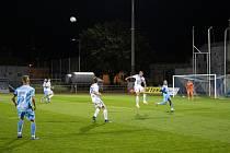 Fotbalisté Znojma (v modrém) uspěli. Doma porazili Jihlavu B 1:0.