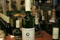 Vinařské firmy na Znojemsku začaly lahvovat svatomartinská vína. V prodeji budou 11. listopadu.