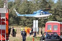 Velké cvičení jednotek IZS zažilo Znojemsko o prvním říjnovém dni. Na silnici číslo I/38 mezi Znojmem a Olbramkostelem byla simulovaná nehoda autobusu, dodávky a osobnmho auta s velkým počtem zraněných a také dvěma mrtvými.
