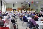 K ezpívání se také letos připojil Domov pro seniory v Jevišovicích. Foto: Archiv domova