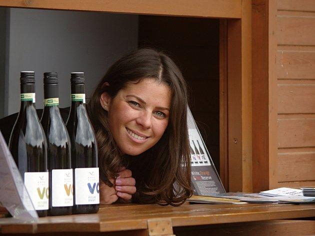 Už podesáté představili vinaři v centru Znojma nový ročník vín VOC Znojmo. Ochutnat veltlíny, rýnské ryzlinky či sauvignony a poslechnout si folklorní vystoupení přišlo několik tisíc návštěvníků.