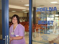 Zaměstnanci nemocnice i lidé z okolí, kteří nemocniční jídelnu využívají, ve čtvrtek normálně vyrazili na oběd.