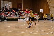 Sobotní prohra znojemských florbalistů (bílí) 4:7 s týmem Rožnova pod Radhoštěm byla již třetí v řadě.
