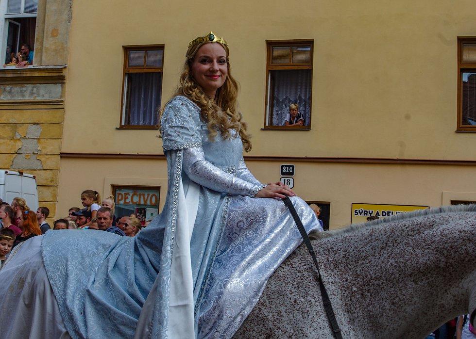 Druhým dnem vyvrcholilo v sobotu Znojemské historické vínobraní.  Diváky přitahovala mimo jiné tradiční historický průvod.