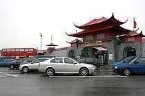 Tržnice China Town v Hatích u Chvalovic.
