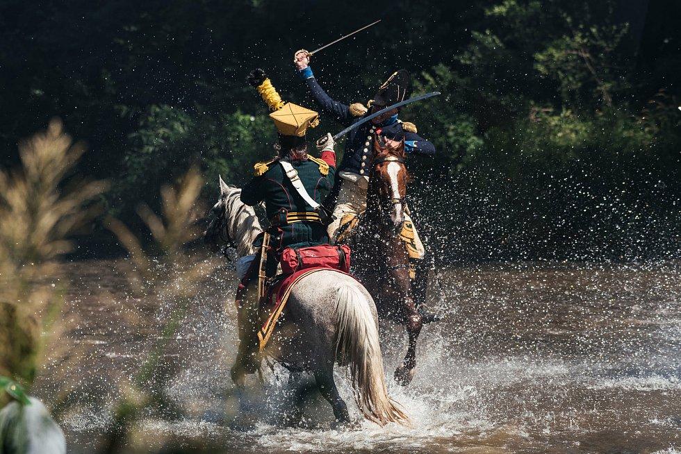 Přesně ve výroční  den začátku bojů pod Znojmem v červenci 1809 předvedli milovníci vojenské historie u Dobšic rekonstrukci části bojů. Bitva se přelila i do brodu řeky Dyje.