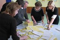 Sčítaní volebních lístků ve Vrbovci