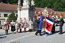 Vranov nad Dyjí má nově vlajku městyse. Při posvícení ji představitelé městyse nechali požehnat.