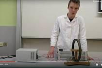 Studenti gymnázia z Moravského Krumlova natočili pokusy dávných vědců, zvítězili v celostátní soutěži.