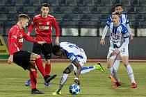 Fotbalisté Znojma (v bílomodrých dresech) v pátek nastoupili k prvnímu domácímu utkání jara Fortuna:Národní ligy. Na svém hřišti přivítali celek Chrudimi.