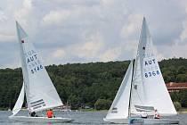 Dvoumístnou plachetnici třídy Star navrhl už v roce 1910 Francis Sweisguth. Od roku 1932 až do 2012 patřily jejich závody na olympijské hry. V brazilském Riu de Janeiro fanoušci jejich zápolení nespatří, ale mohli je vidět na Vranovské přehradě.