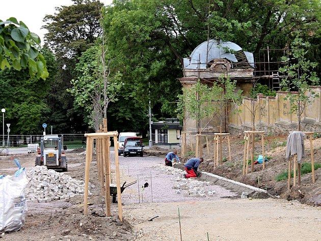 Znojemská radnice neoznámila stavební práce Archeologickému ústavu v Brně. Park se ale nachází v městské památkové rezervaci a tato povinnost vychází ze zákona.