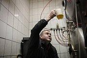 Mendelova univerzita slaví sto let od založení. K výročí připravila speciální edici piva a vína. V brněnských ulicích také jezdí speciální tramvaj, která narozeniny připomíná.