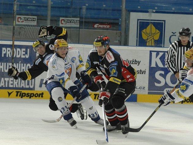 Znojemští hokejisté na ledu Plzně