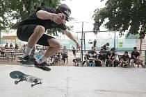 Sedmý ročník Statek Skate Contestu přilákal v sobotu na známou znojemskou pivní zahrádku Na Statku dvě desítky borci, kteří za doprovodu hudby předváděli show.