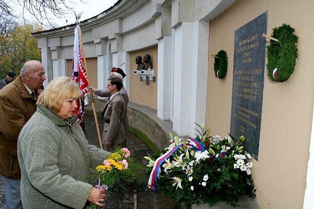 Události doby před dvaceti lety si obyvatelé Znojma připomněli na vzpomínkové akci v Horním parku.