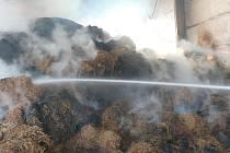 Požár slámy ve Velkém Karlově.