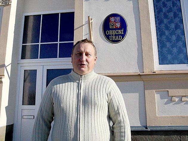 Třiačtyřicetiletý starosta Martin Major je prvním mužem Krhovic již druhé volební období.