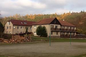 Terapeutická komunita Salebra koupila Ranč u řeky. Jiří Hladík a jeho kolegové pomáhají lidem, kteří byli závislí na drogách k návratu do života bez závislosti.