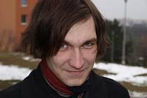 Autor řady působivých textů má zřejmě poetickou duši. Ve hře na kytaru je Jiří Marek samouk, miluje Jarka Nohavicu, ale i Tata Bojs.