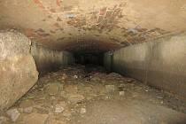 Havarijní stav kanalizace u základní školy řeší opravou specializovaná firma.