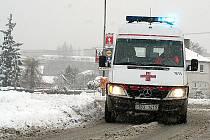 Se zhoršenými podmínkami na silnicích Znojma se musí vypořádat profesionálové za volanty sanitek.