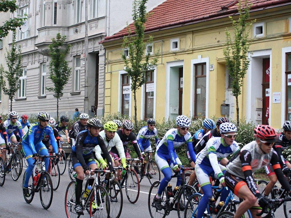V centru Znojma odstartoval v neděli cyklistický maraton Evropa - Memoriál Romana Meidla.