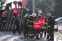 Havárie hasičského vozu u městských lázní v centru Znojma.