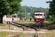 Hevlín kupuje lokálku, čeká na rozhodnutí státu . Archivní snímky připomínají situaci na hevlínském nádraží v roce 2010.