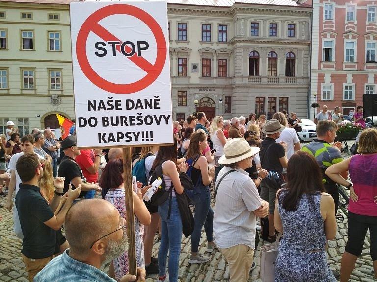 Více než dvě stovky lidí protestovaly proti politice premiéra Babiše.