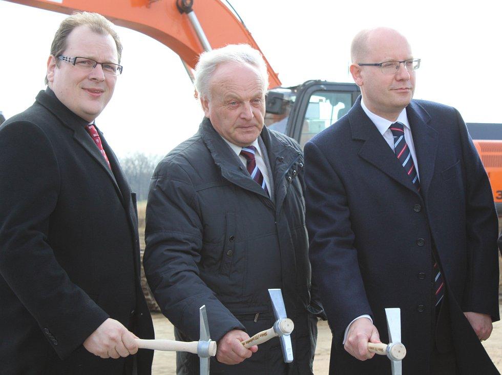 V Lechovicích začala 20. března 2017 slavnostním poklepáním základního kamene stavba obchvatu obce. Zúčastnil se také premiér Bohuslav Sobotka.